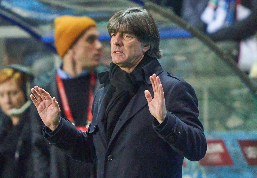 """Fans rufen """"Löw raus"""" – der Bundestrainer reagiert lässig"""