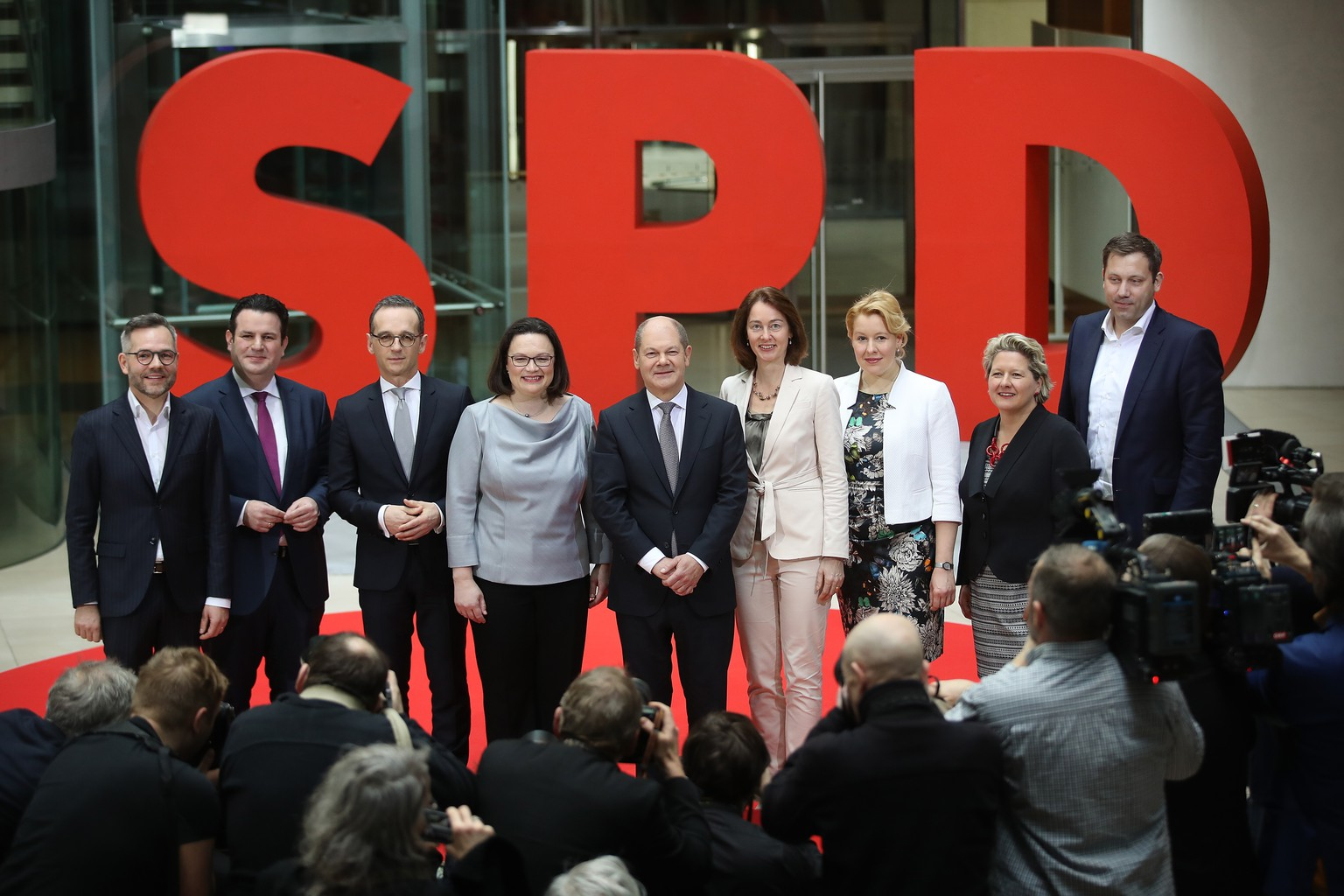 BERLIN, GERMANY - MARCH 09:  German Social Democrats (SPD) leader Andrea Nahles (4th from L) and General Secretary Lard Klingbeil (R) pose with SPD members of the next German government cabinet: (from L to R, starting 2nd from L) Hubertus Heil, who is to become Minister of Work and Social Issues, Heiko Maas, currently Justice Minister and who is to become Foreign Minister, Olaf Scholz, who is to become Finance Minister and Vice Chancellor, Katarina Barley, who is to become Justice Minister, Franziska Giffey, who is to become Family Minister, and Svenja Schulze, who is to become Environment Minister, as well as Forign Ministry State Secretary Michael Roth (L) at SPD headquarters on March 9, 2018 in Berlin, Germany. The SPD and the German Christian Democrats (CDU/CSU) have agreed to form a government coalition that will face confirmation in the Bundestag and by German President Frank-Walter Steinmeier on March 14.  (Photo by Sean Gallup/Getty Images)