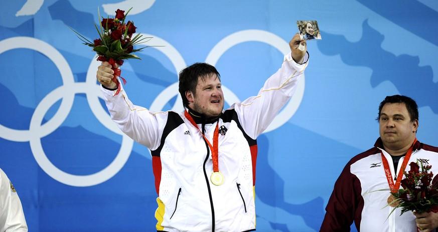 Gewichtheber Matthias Steiner sorgt mit einem Foto für emotionalste Siegerehrung