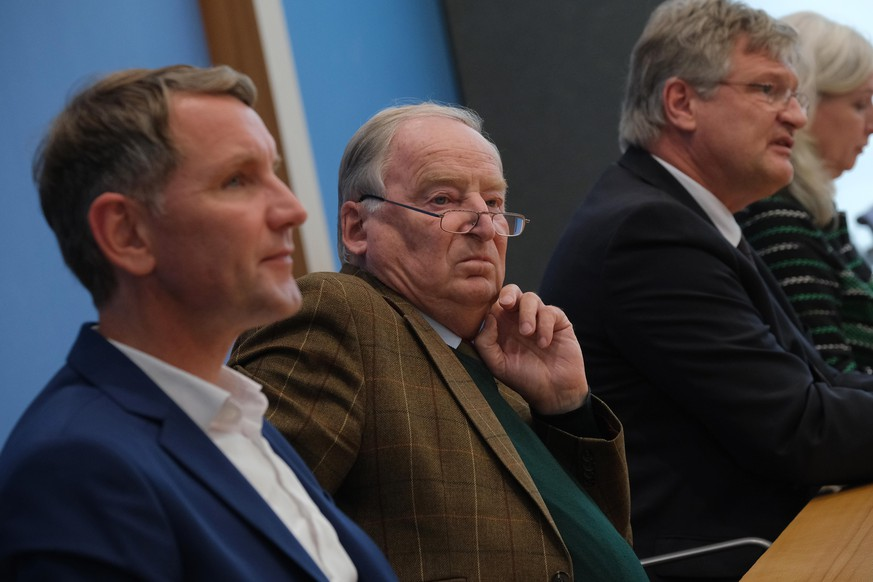 BERLIN, GERMANY - OCTOBER 28: Alexander Gauland (C), co-Bundestag faction leader of the right-wing Alternative for Germany (AfD), AfD Thuringia candidate Bjoern Hoecke (L) and AfD federal spokesman Joerg Meuthen speak to the media the day after state elections in Thuringia on October 28, 2019 in Berlin, Germany. The AfD finished with approximately 23% of the vote, doubling its previous result and putting it in second place.  (Photo by Sean Gallup/Getty Images)