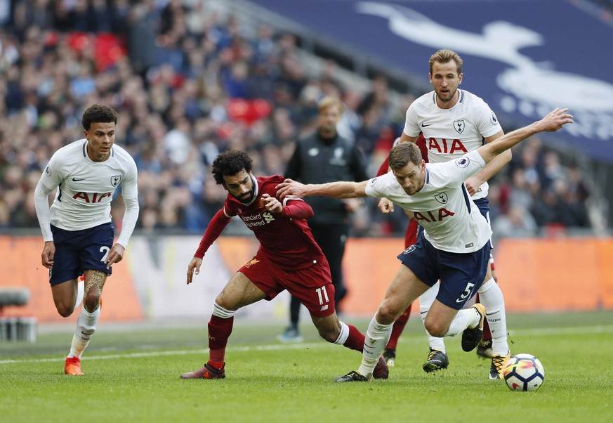 Tottenham s Dele Alli, Jan Vertoghen and Harry Kane tussle with Liverpool s Mohamed Salah during the premier league match at Wembley Stadium, London. Picture date 22nd October 2017. Picture credit should read: David Klein/Sportimage PUBLICATIONxNOTxINxUK