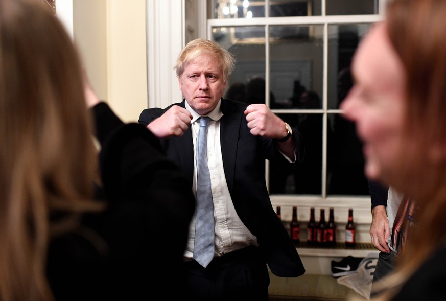 . 13/12/2019. London, United Kingdom. Boris Johnson Election Night. Britain s Prime Minister Boris Johnson watches the exit polls and early Northern election results come through in the 2019 General election in his study in No10 Downing street. PUBLICATIONxINxGERxSUIxAUTxHUNxONLY xAndrewxParsonsx/xi-Imagesx IIM-20574-0030