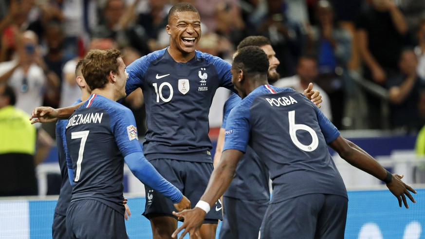 SAINT DENIS, 09-09-2018, Stadium Stade France , football, season 2018 / 2019, Nations Cup. France player Kylian Mbappe (C) celebrating his 1-0 with France player Antoine Griezmann (L) and France player Paul Pogba (R) during the game France - Netherlands . France - Netherlands PUBLICATIONxNOTxINxNED x2457101x