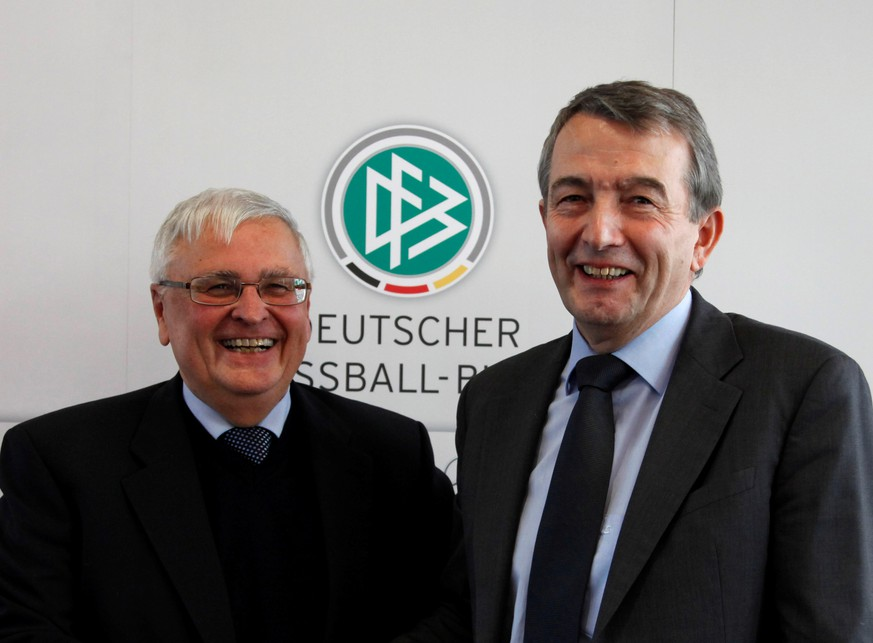 FILE PHOTO: Wolfgang Niersbach (R), general secretary of the German soccer association (DFB) and designated successor of DFB president Theo Zwanziger (L) smile after a news conference at the DFB headquarters in Frankfurt, December 7, 201.  REUTERS/Ralph Orlowski (GERMANY - Tags: SPORT SOCCER)/File Photo