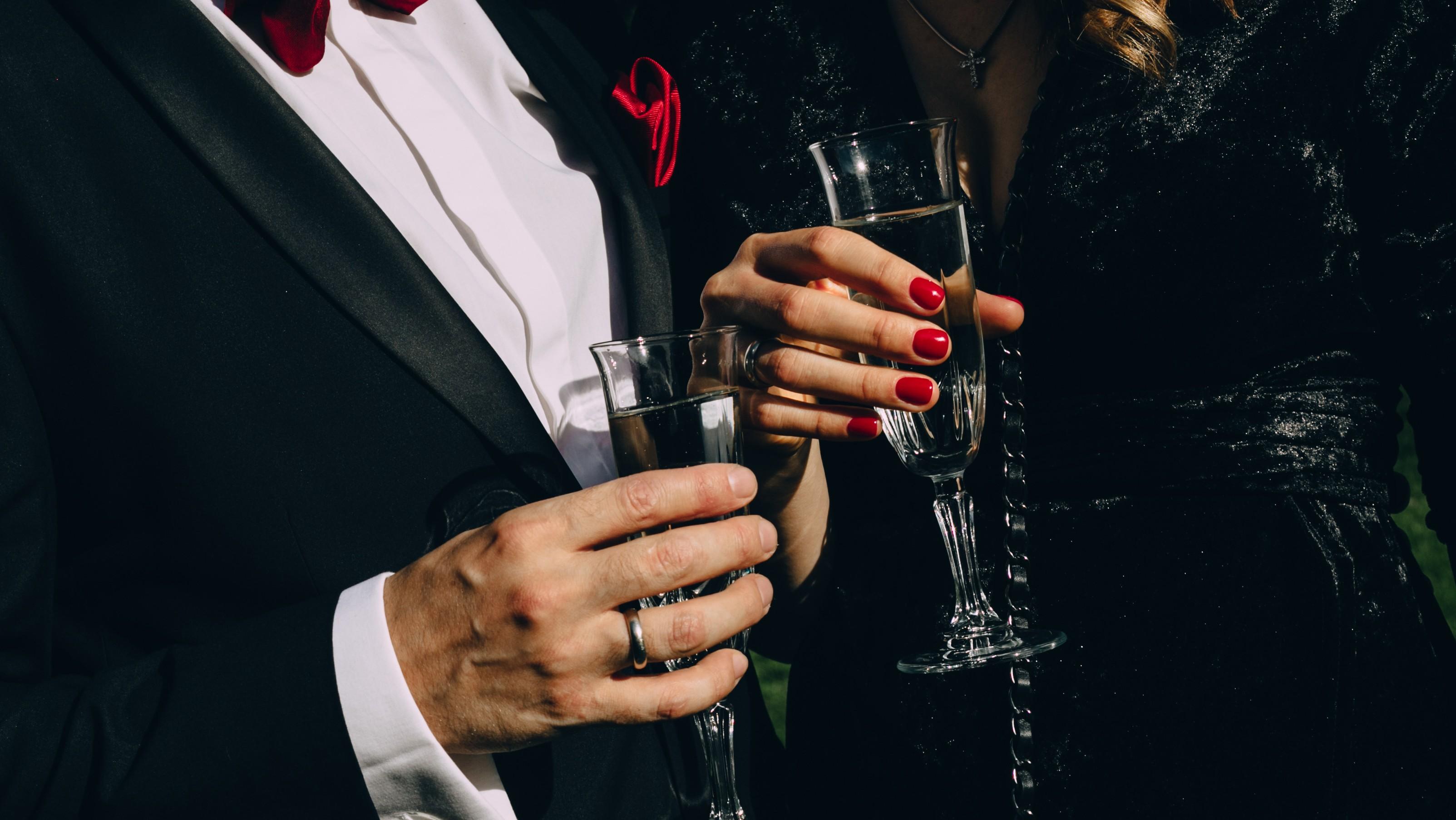 Journalist führt Edelprostituierte vor – und bekommt die Rechnung Tage später