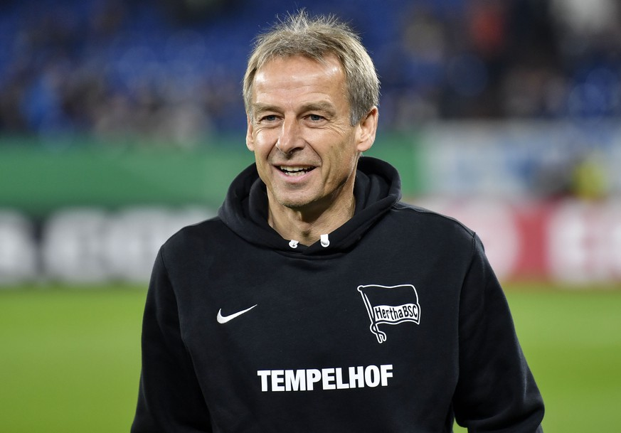 Berlin's head coach Juergen Klinsmann arrives on the pitch prior the German soccer cup, DFB Pokal, match between FC Schalke 04 and Hertha BSC Berlin in Gelsenkirchen, Germany, Tuesday, Feb. 4, 2020. (AP Photo/Martin Meissner)