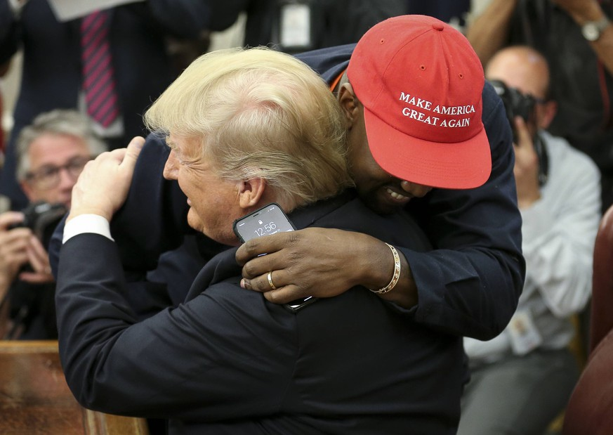 President Donald Trump hugs Kanye West during a meeting in the Oval office of the White House on October 11, 2018 in Washington, DC. Trump later signed the Music Modernization Act that protects copyrights in the digital age, in Washington, DC on October 11, 2018. Several musicians from all genres attended the ceremonies for the bi-partisan legislation that was highly anticipated in the music industry. PUBLICATIONxINxGERxSUIxAUTxHUNxONLY WAX20181011202 OLIVERxCONTRERAS