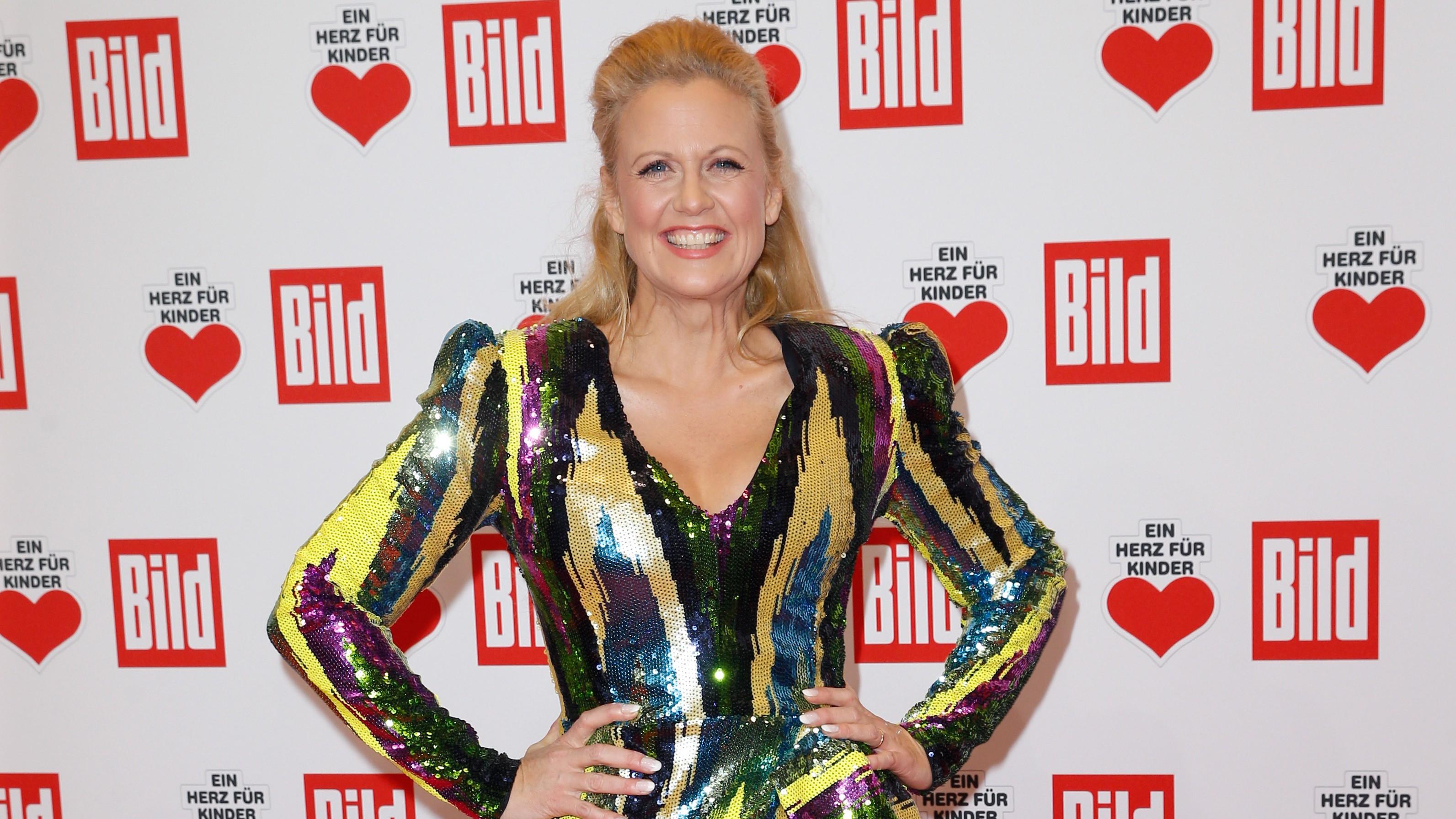 """Barbara Schöneberger stichelt mit """"Queen of Drags""""-Witz gegen Heidi Klum"""