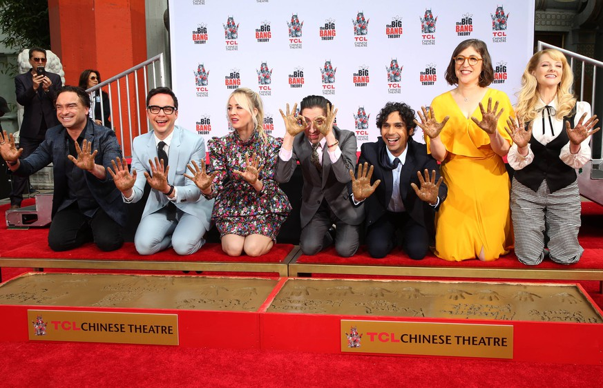 HOLLYWOOD, CA May 01: Johnny Galecki, Jim Parsons, Kaley Cuoco, Kunal Nayyar, Mayim Bialik, Melissa Rauch, arrives at The Cast Of The Big Bang Theory Places Their Handprints In The Cement, at TCL Chinese Theatre IMAX in Hollywood California on May 01, 2019 PUBLICATIONxINxGERxSUIxAUTxONLY Copyright: xFayexSadoux