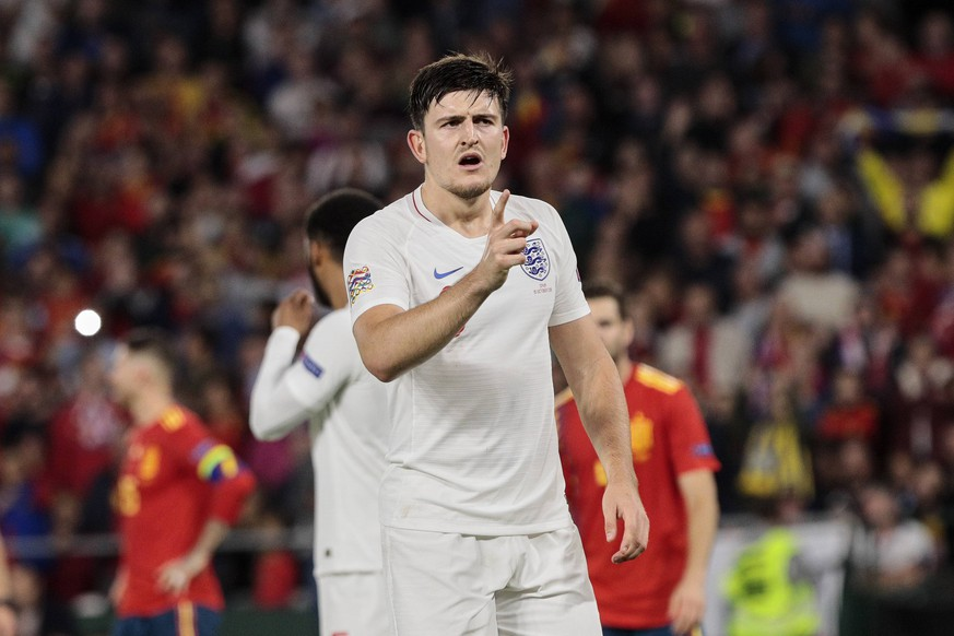England s Harry Maguire have words with the referee during UEFA Nations League 2019 match between Spain and England at Benito Villamarin stadium in Sevilla, Spain. October 15, 2018. PUBLICATIONxINxGERxSUIxAUTxPOLxDENxNORxSWExONLY (20181015100200144)