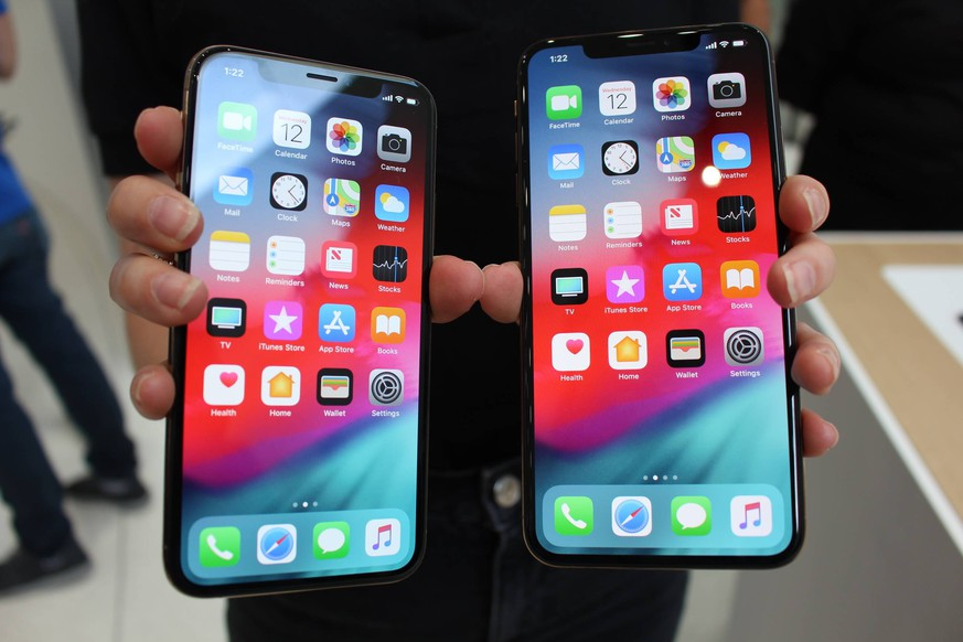 Apple s iPhone Xs, Xs Max Photo taken on Sept. 12, 2018, in Cupertino, California, shows Apple Inc. s new smartphones iPhone Xs (L) and iPhone Xs Max. PUBLICATIONxINxGERxSUIxAUTxHUNxONLY