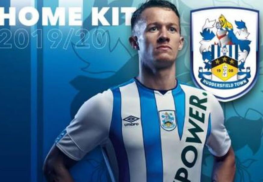 Fans von Huddersfield verzweifeln am neuen Trikot – und hoffen auf einen Witz
