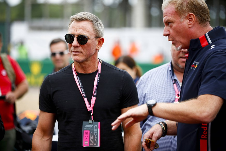 2019 British GP SILVERSTONE, UNITED KINGDOM - JULY 14: Actor Daniel Craig during the British GP at Silverstone on July 14, 2019 in Silverstone, United Kingdom. (Photo by Andy Hone / LAT Images) Images) PUBLICATIONxINxGERxSUIxAUTxHUNxONLY _ONZ7725