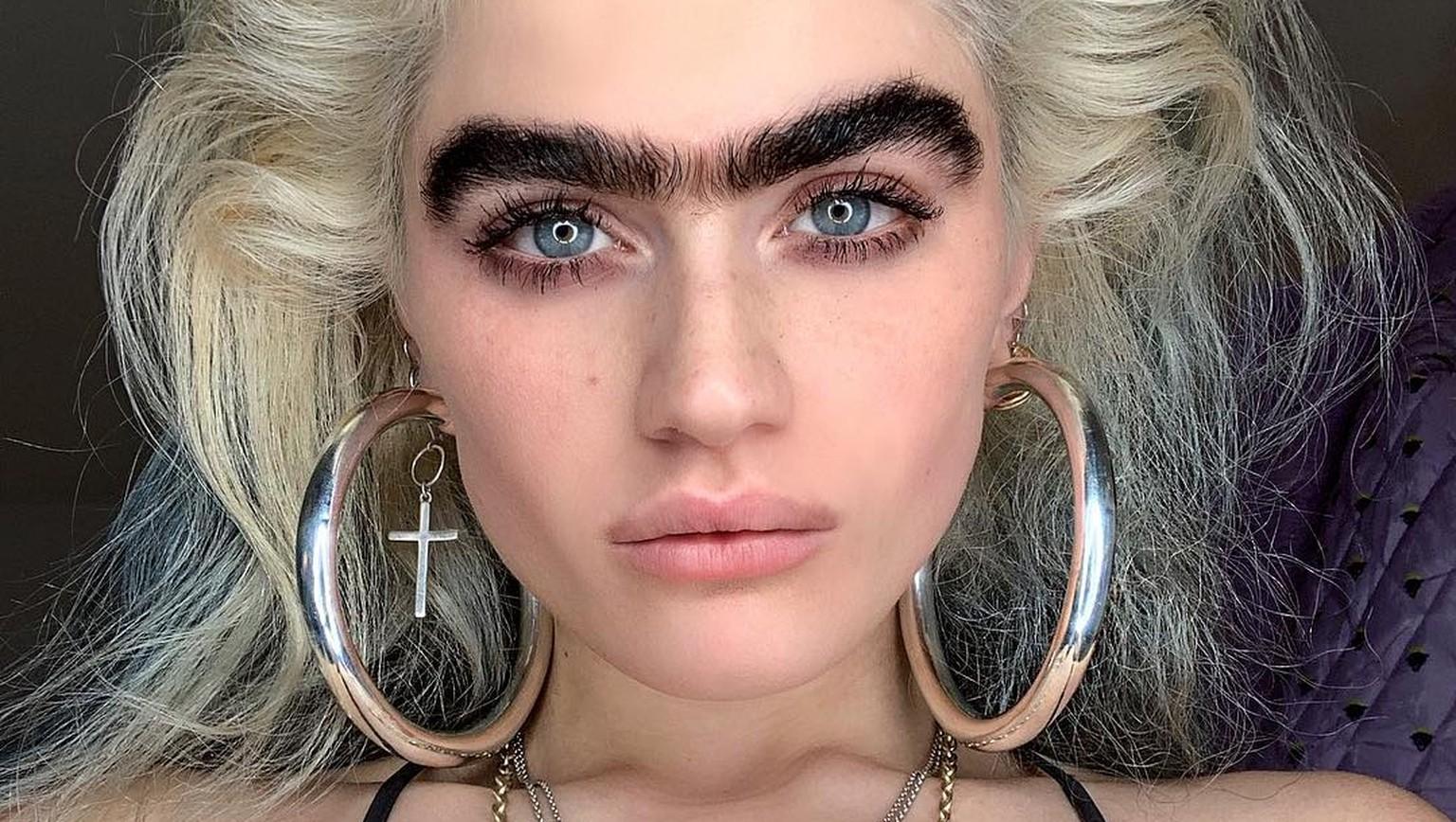 Instagram-Model hat eine Monobraue – und bekommt dafür