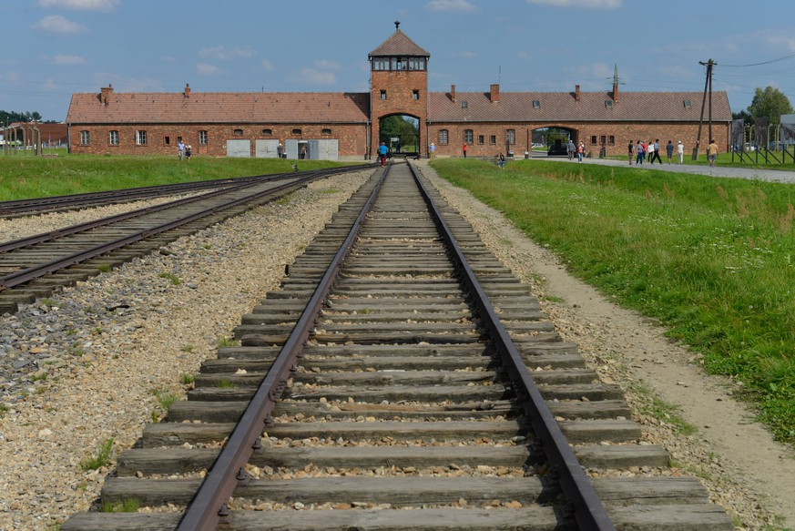 Gleise, Torhaus, Konzentrationslager, Auschwitz-Birkenau, Auschwitz, Polen Gleise Torhaus Konzentrationslager Auschwitz-Birkenau Polen