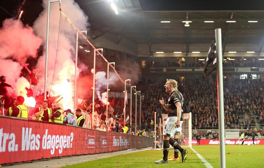 St. Pauli steht Kopf: Die feurigsten Bilder des Hamburger Derbys