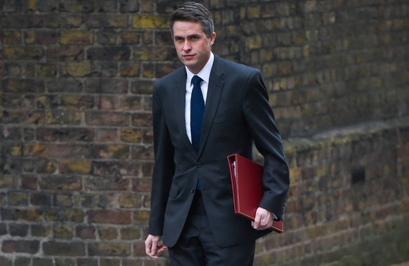 . 02/04/2019. London, United Kingdom. Cabinet meeting. Gavin Williamson CBE MP, Secretary of State for Defence, arrives at 10 Downing Street to attend the weekly cabinet meeting. PUBLICATIONxINxGERxSUIxAUTxHUNxONLY xGustavoxValientex/xi-Imagesx IIM-19506-0090