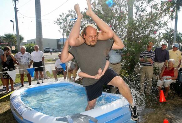 021509 web wife 6 -- Palm Beach Post staff photo by Taylor Jones/0061341A. FOR WEB GALLERY ONLY. James Gee(cq) of Lantana carries his wife Alena(cq) through a wading pool during the wife carrying competition. Wife carrying competition at Finlandia House in Lantana Sunday afternoon. A husband carries his wife through an obstacle course and compete against other couples for the best time. Event started in Finland in 1992. Oscar and Katrina Morales won the wife carrying competition. Hans Myrskog(cq) of Toronto and partner Aila Makela, also of Toronto, won the wife pushing competition. 02/15/09. PUBLICATIONxINxGERxSUIxAUTxONLY - ZUMAp77_Web wife 6 Palm Beach Post Staff Photo by Taylor Jones  for Web Gallery Only James Gee CQ of Lantana carries His wife Alena CQ Through a Wading Pool during The wife carrying Competition wife carrying Competition AT Finlandia House in Lantana Sunday Noon a Husband carries His wife Through to obstacle Course and compete against Other Couples for The Best Time Event started in Finland in 1992 Oscar and Katrina Morales Won The wife carrying Competition Hans  CQ of Toronto and Partner AILA Makela Thus of Toronto Won The wife pushing Competition 02 15 09 PUBLICATIONxINxGERxSUIxAUTxONLY ZUMAp77_