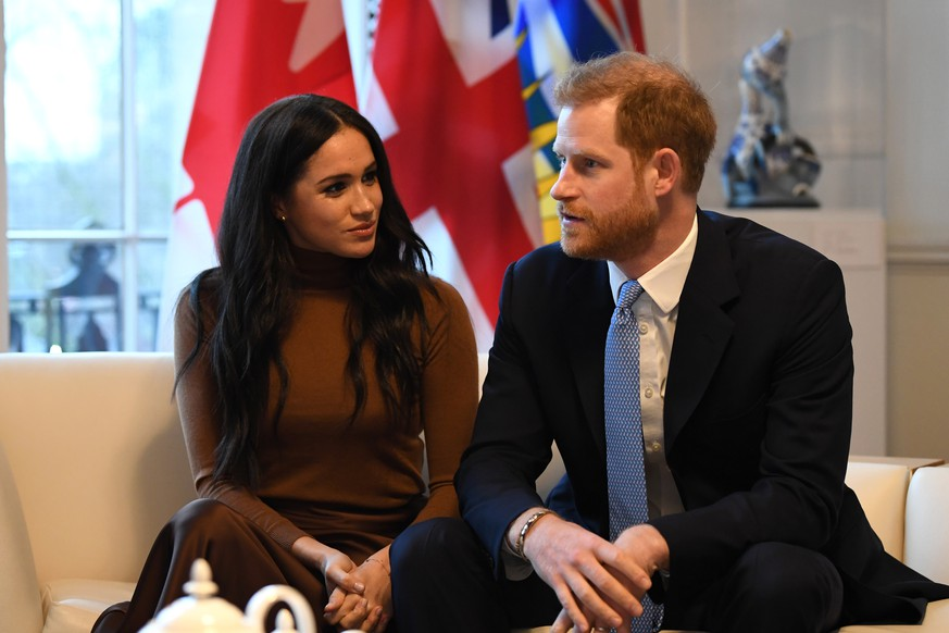 LONDON, UNITED KINGDOM - JANUARY 07: Prince Harry, Duke of Sussex and Meghan, Duchess of Sussex gesture during their visit to Canada House in thanks for the warm Canadian hospitality and support they received during their recent stay in Canada, on January 7, 2020 in London, England. (Photo by DANIEL LEAL-OLIVAS  - WPA Pool/Getty Images)