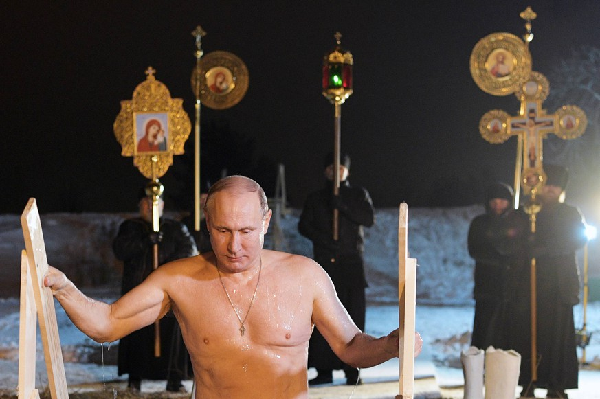 TVER REGION, RUSSIA - JANUARY 19, 2018: Russia s President Vladimir Putin dips in the icy waters of Lake Seliger during to celebrate the feast of Epiphany. In Eastern Christianity, the feast of Epiphany commemorates the Baptism of Jesus. The Russian Orthodox Church celebrates the holiday according to the Julian calendar. Alexei Druzhinin/Russian Presidential Press and Information Office/TASS PUBLICATIONxINxGERxAUTxONLY TS070687