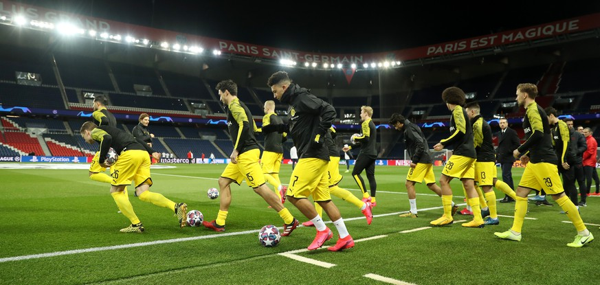 PARIS, FRANCE - MARCH 11: (FREE FOR EDITORIAL USE) In this handout image provided by UEFA, Jadon Sancho of Borussia Dortmund and his team mates warm up prior to the UEFA Champions League round of 16 second leg match between Paris Saint-Germain and Borussia Dortmund at Parc des Princes on March 11, 2020 in Paris, France. The match is played behind closed doors as a precaution against the spread of COVID-19 (Coronavirus).  (Photo by UEFA - Handout/UEFA via Getty Images)