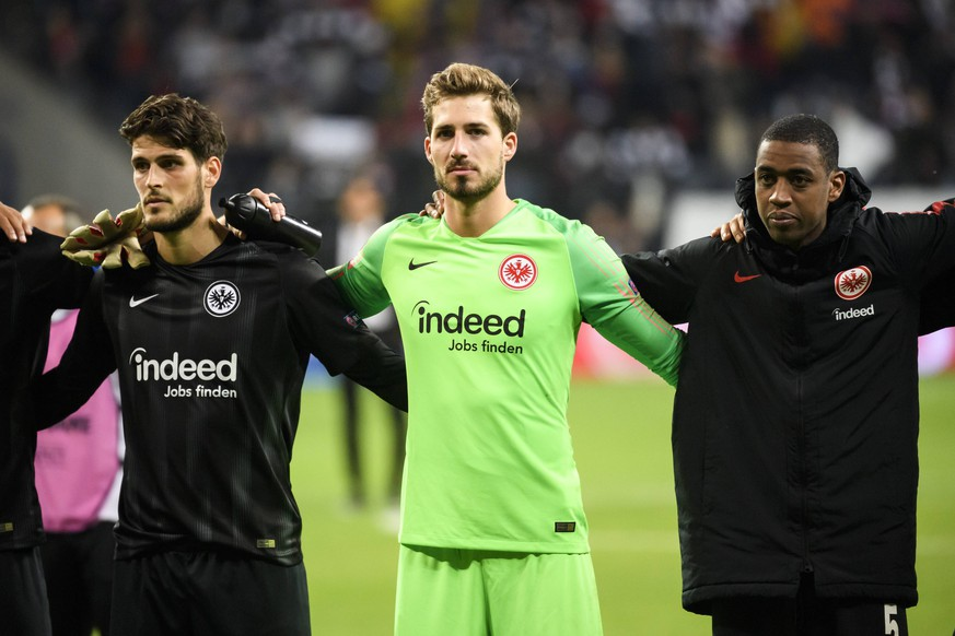 02.05.2019, xkvx, Fussball UEFA Europa League, Eintracht Frankfurt - Chelsea London emspor, v.l. Eintracht Frankfurt Spieler nach dem Spiel / Goncalo Paciencia (Eintracht Frankfurt), Kevin Trapp (Eintracht Frankfurt), Gelson Fernandes (Eintracht Frankfurt) (DFL/DFB REGULATIONS PROHIBIT ANY USE OF PHOTOGRAPHS as IMAGE SEQUENCES and/or QUASI-VIDEO) Frankfurt am Main *** 02 05 2019 xkvx Football UEFA Europa League Eintracht Frankfurt Chelsea London emspor v l Eintracht Frankfurt Player after match Goncalo Paciencia Eintracht Frankfurt Kevin Trapp Eintracht Frankfurt Gelson Fernandes Eintracht Frankfurt DFL DFB REGULATIONS PROHIBIT ANY USE OF PHOTOGRAPHS as IMAGE SEQUENCES and or QUASI VIDEO Frankfurt am Main