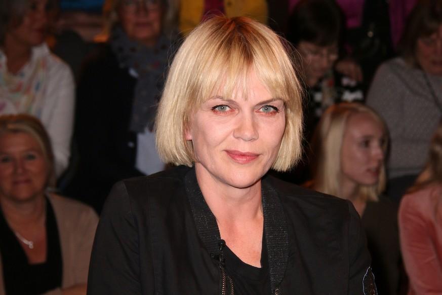 Bambi Tv Star Ubergibt Preis An Bjarne Madel Und Erntet Hohn Watson