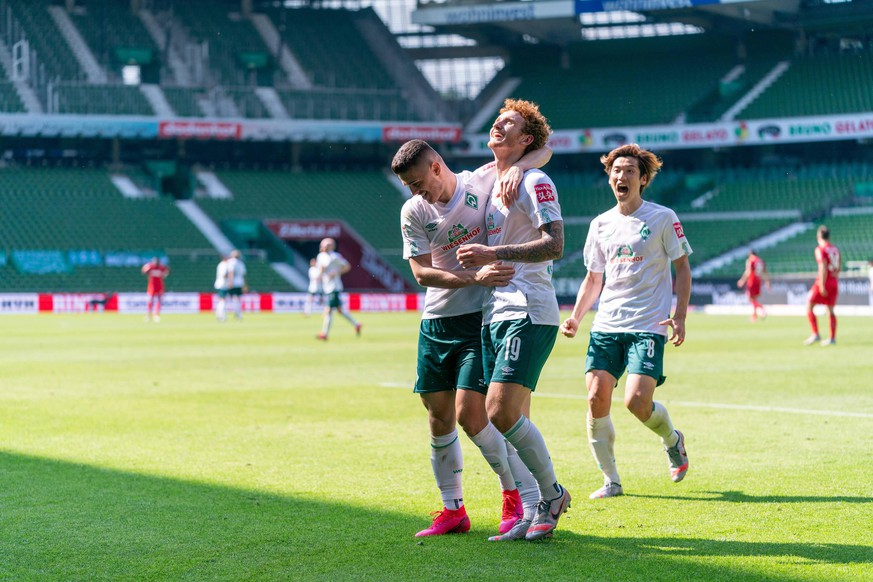 SV Werder Bremen vs 1.FC Koeln 27.06.2020 Jubel Milot Rashica Werder Bremen 07, Joshua Sargent Werder Bremen 19, Yuya Osako Werder Bremen nphgm001: Fussball: 1. Bundesliga: Saison 19/20: 34. Spieltag: SV Werder Bremen vs 1.FC Koeln 27.06.2020 Foto: gumzmedia/nordphoto/POOL DFL regulations prohibit any use of photographs as image sequences and/or quasi-video. EDITORIAL USE ONLY National and international News-Agencies OUT. Bremen wohninvest Weserstadion Bremen DEUTSCHLAND *** SV Werder Bremen vs 1 FC Koeln 27 06 2020 Milot Rashica Werder Bremen 07 , Joshua Sargent Werder Bremen 19 , Yuya Osako Werder Bremen Sport nphgm001 Football 1 Bundesliga season 19 20 34 Matchday SV Werder Bremen vs 1 FC Koeln 27 06 2020 Foto gumzmedia nordphoto POOL DFL regulations prohibit any use of photographs as image sequences and or quasi video EDITORIAL USE ONLY National and international News Agencies OUT Bremen wohninvest Weserstadion Bremen GERMANY Poolfoto gumzmedia/nordphoto ,EDITORIAL USE ONLY