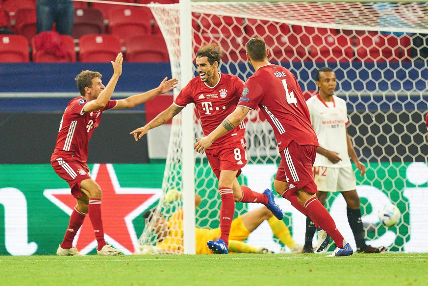 Budapest, Hungary, 24th September 2020. Javi MARTINEZ, FCB 8 scores, shoots 2-1 goal for , Tor, Treffer, celebrates his goal, happy, laugh, celebration,with Thomas MUELLER, M