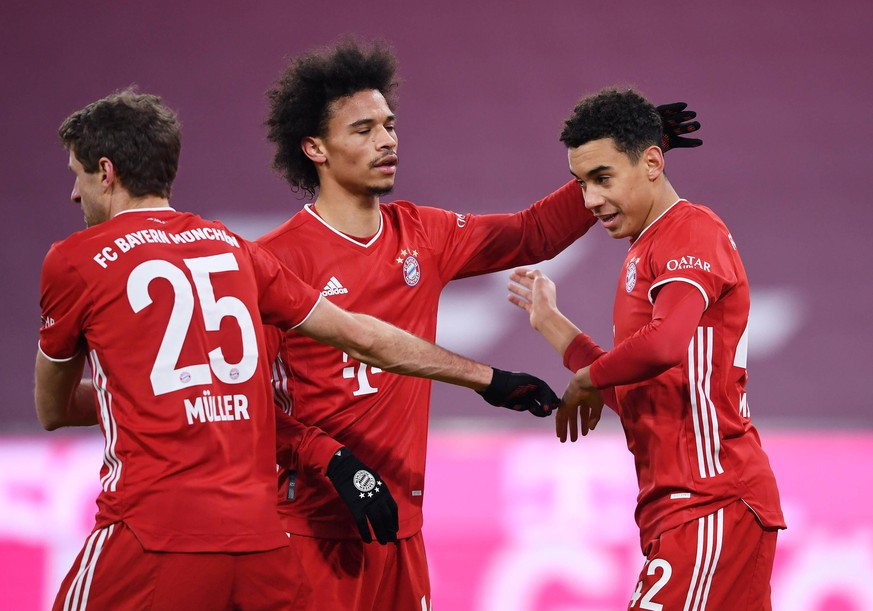 Fussball 1. Bundesliga Saison 20/21: FC Bayern Muenchen - 1.FSV Mainz 05 Fussball 1. Bundesliga Saison 2020/2021 14. Spieltag FC Bayern Muenchen - 1.FSV Mainz 05 03.01.2021 Jubel FC Bayern Muenchen Thomas Mueller, Leroy Sane klatschen Jamal Musiala v.li. ab FOTO: Markus Ulmer/Pressefoto Ulmer/Pool xxNOxMODELxRELEASExx DFL regulations prohibit any use of photographs as image sequences and/or quasi-video. Muenchen Deutschland *** Football 1 Bundesliga Season 20 21 FC Bayern Muenchen 1 FSV Mainz 05 Football 1 Bundesliga Season 2020 2021 14 Matchday FC Bayern Muenchen 1 FSV Mainz 05 03 01 2021 Cheers FC Bayern Muenchen Thomas Mueller, Leroy Sane applaud Jamal Musiala from left PHOTO Markus Ulmer Pressefoto Ulmer Pool xxNOxMODELxRELEASExx DFL regulations prohibit any use of photographs as image sequences and or quasi video Muenchen Deutschland Poolfoto Ulmer/Pool ,EDITORIAL USE ONLY