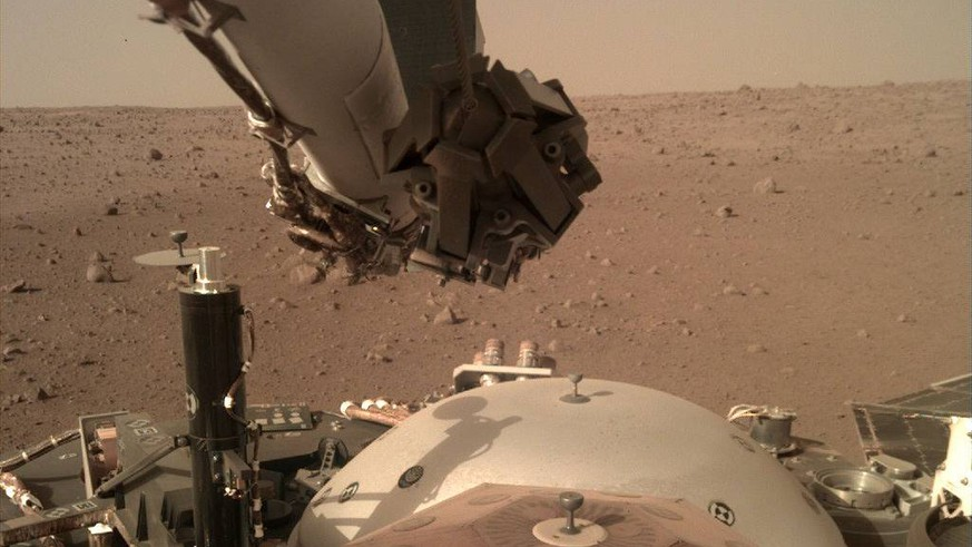 December 5, 2018 - Mars Surface - NASA s InSight Mars lander acquired this image using its robotic arm-mounted, Instrument Deployment Camera (IDC). This image was acquired on December 5, 2018, Sol 8 where the local mean solar time for the image exposures was 15:27:12 PM. Each IDC image has a field of view of 45 x 45 degrees. Mars Surface PUBLICATIONxINxGERxSUIxAUTxONLY - ZUMAz03_ 20181205_sha_z03_123 Copyright: xJPL-Caltechx