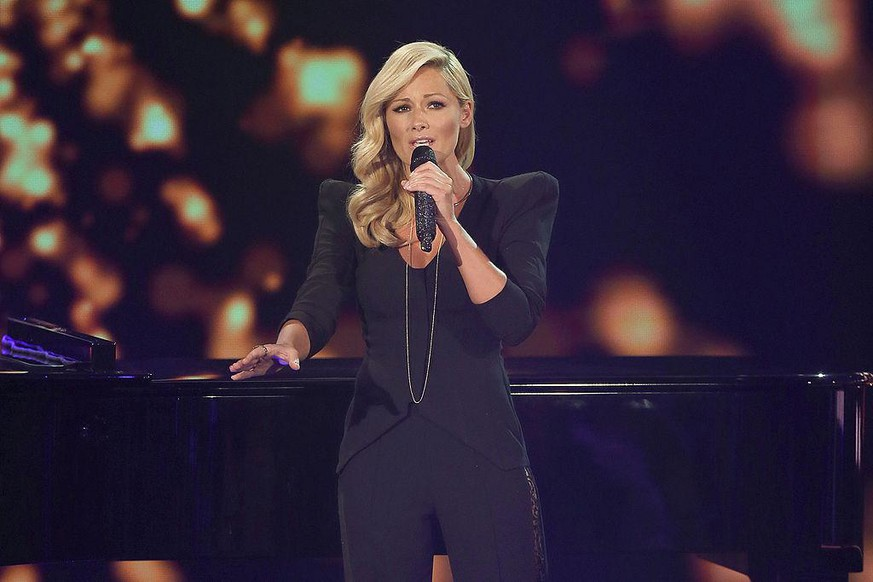 FREIBURG IM BREISGAU, GERMANY - SEPTEMBER 01:  Helene Fischer performs during the 'Udo Juergens - Mitten im Leben' TV show on September 1, 2014 in Freiburg im Breisgau, Germany.  (Photo by Getty Images/Getty Images)