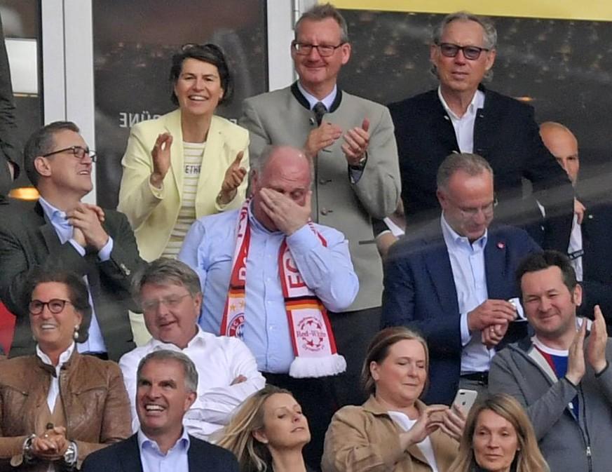 Fc Bayern Ist Meister Uli Hoeness Weint Und Alle Lachen Watson