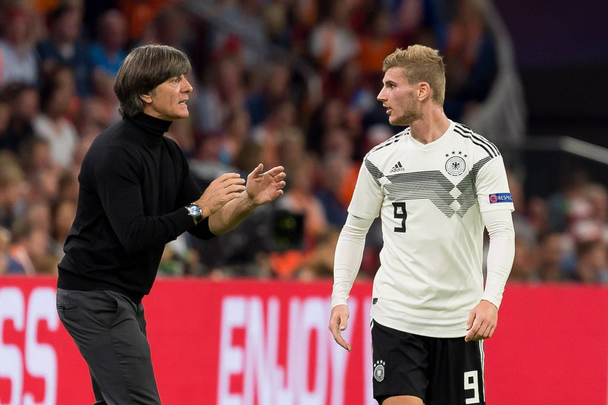 Amsterdam, Niederlander, 13.10.2018, UEFA Nations League, Gruppe A1 - 3. Runde, Niederlande - Deutschland, Trainer Joachim Loew (GER) und Timo Werner (GER) ( DeFodi001 *** Amsterdam Netherlands 13 10 2018 UEFA Nations League Group A1 3 Round Netherlands Germany Coaches Joachim Loew GER and Timo Werner GER DeFodi001