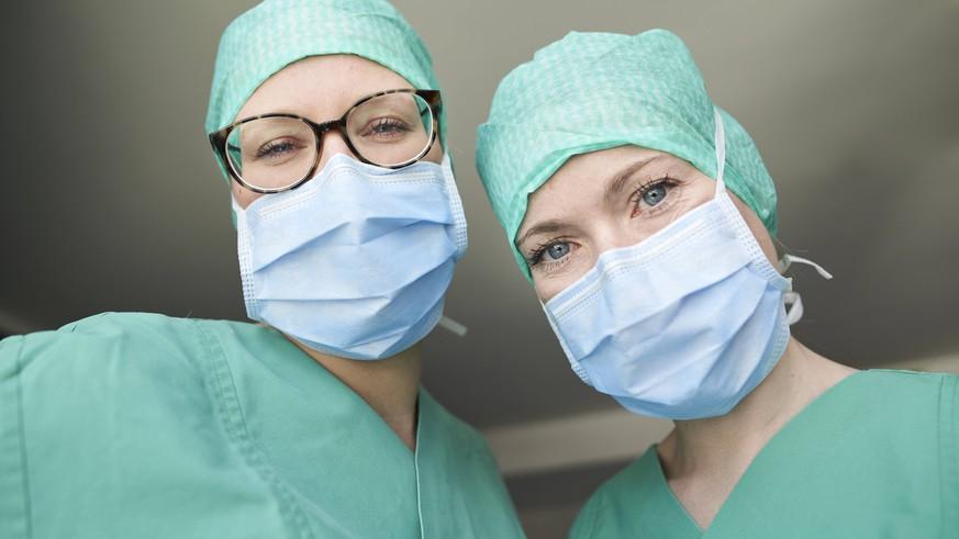 Virologe: Diese Masken schützen – und diese sind Unfug