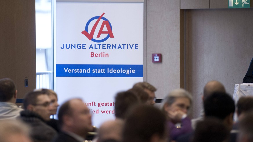 AfD Berlin DEU, Deutschland, Germany, Berlin, 16.01.2016 Plakat der Jugendorganisation Junge Alternative Verstand statt Ideologie auf dem Landesparteitag der Partei AfD, Alternative fuer Deutschland, vom Landesverband Berlin, in Berlin. Auf dem Parteitag wird ein neuer Vorstand gewaehlt und ueber das Wahlprogramm fuer die Abgeordnetenhauswahl beraten. Symbolic image of the AfD Berlin during a party congress of the right-wing and anti Euro party AfD, Alternative fuer Deutschland, Alternative for Germany, in Berlin, Germany