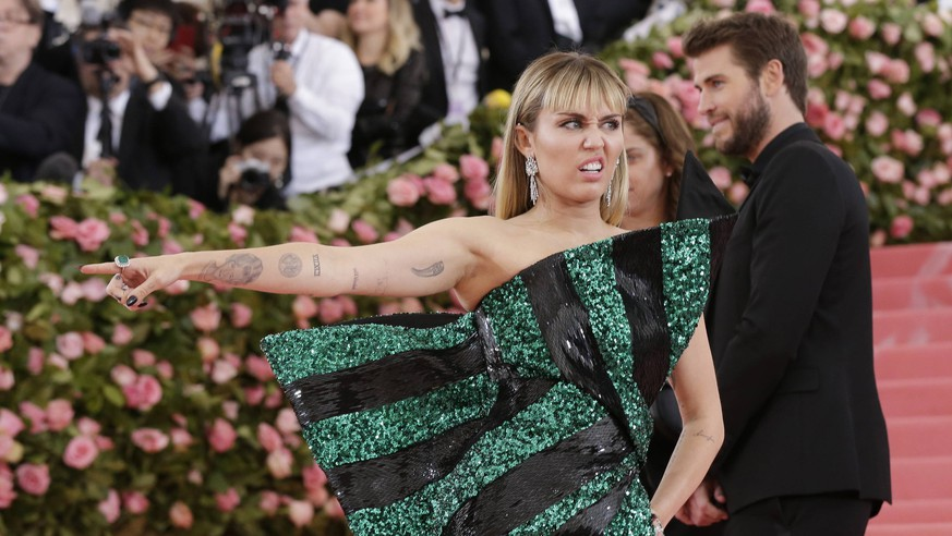 Miley Cyrus and Liam Hemsworth arrive on the red carpet at The Metropolitan Museum of Art s Costume Institute Benefit Camp: Notes on Fashion at Metropolitan Museum of Art in New York City on May 6, 2019. PUBLICATIONxINxGERxSUIxAUTxHUNxONLY NYP2019050933 JOHNxANGELILLO