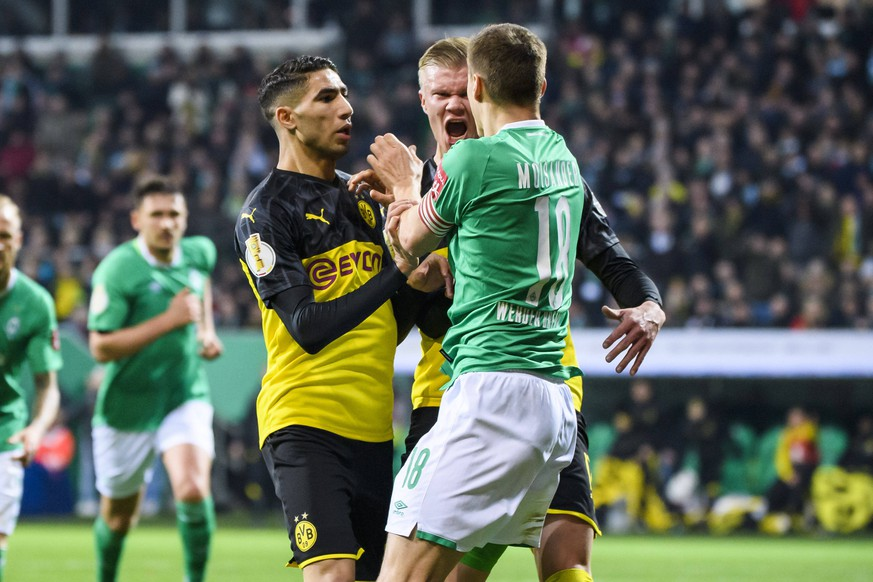 04.02.2020, xkvx, Fussball DFB Pokal 1/8 Finale, SV Werder Bremen - Borussia Dortmund emspor, v.l. Rangelei / Zweikampf / Achraf Hakimi BVB Borussia Dortmund, Erling Haland Haaland BVB Borussia Dortmund, Niklas Moisander SV Werder Bremen DFL/DFB REGULATIONS PROHIBIT ANY USE OF PHOTOGRAPHS as IMAGE SEQUENCES and/or QUASI-VIDEO Bremen *** 04 02 2020, xkvx, Fussball DFB Pokal 1 8 Finale, SV Werder Bremen Borussia Dortmund emspor, v l Rangelei Zweikampf Achraf Hakimi BVB Borussia Dortmund , Erling Haland Haaland BVB Borussia Dortmund , Niklas Moisander SV Werder Bremen DFL DFB REGULATIONS PROHIBIT ANY USE OF PHOTOGRAPHS as IMAGE SEQUENCES and or QUASI VIDEO Bremen