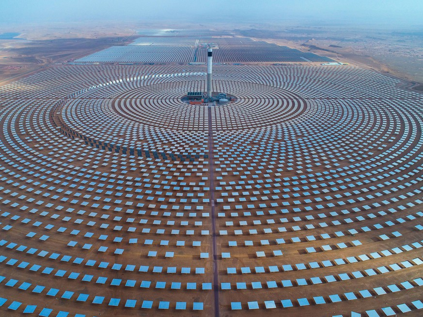 (180908) -- OUARZAZATE, Sept. 8, 2018 () -- Photo provided by Shandong Electric Power Construction Co., Ltd (SEPCO III) shows part of Morocco s NOOR II and NOOR III Concentrated Solar Power (CSP) project in Ouarzazate, Morocco, on June 8, 2018. TO GO WITH Feature: Chinese builders help Morocco restructure energy mix via solar power projects. () MOROCCO-OUARZAZATE-CHINA-SOLAR POWER PROJECT Xinhua PUBLICATIONxNOTxINxCHN