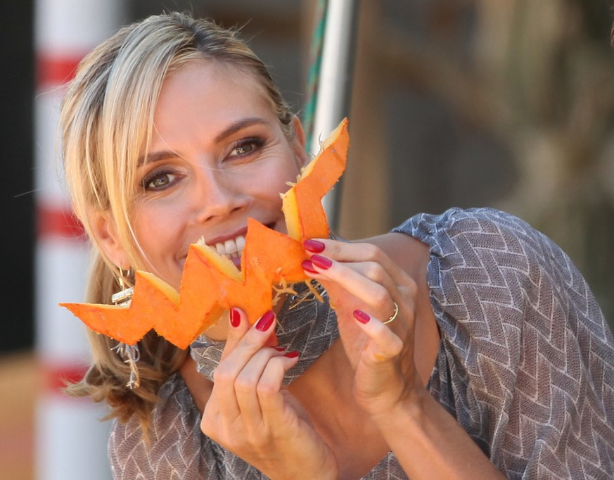 Heidi Klum shoots a video on how to cut the pumpkins fot Halloween in Beverly Hills, Los Angeles, CA, USA on October 11, 2011. Photo by WorldScoop/ABACAUSA.COM |