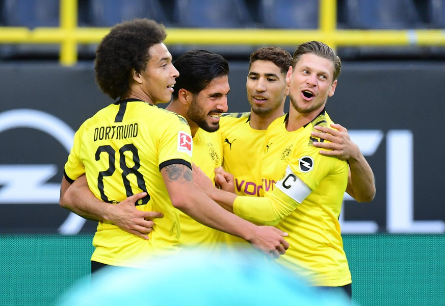 Fussball 1:0 Tor, Jubel, v.l. Axel Witsel, Torschuetze Emre Can, Achraf Hakimi, Lukasz Piszczek Dortmund Dortmund, 06.06.2020, Fussball Bundesliga, Borussia Dortmund - Hertha BSC Berlin Dortmund DFL DFB REGULATIONS PROHIBIT ANY USE OF PHOTOGRAPHS as IMAGE SEQUENCES and or QUASI-VIDEO *** Football 1 0 goal, cheers, from left Axel Witsel, scorers Emre Can, Achraf Hakimi, Lukasz Piszczek Dortmund Dortmund, 06 06 2020, Bundesliga football, Borussia Dortmund Hertha BSC Berlin Dortmund Poolfoto Groothuis/Witters/Pool/Witters ,EDITORIAL USE ONLY