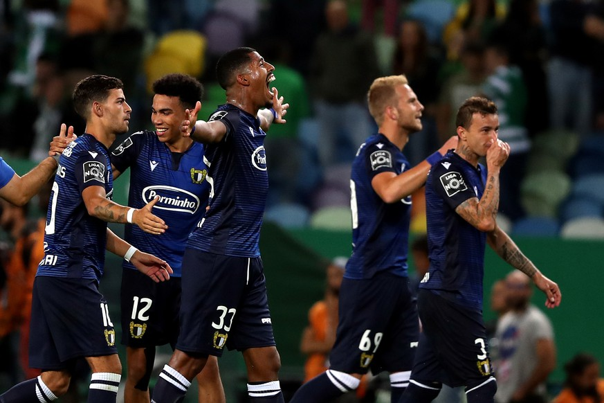 190924 -- LISBON, Sept. 24, 2019 -- FC Famalicao s players celebrate during the Portuguese League football match between Sporting CP and FC Famalicao at the Alvalade stadium in Lisbon, Portugal on September 23, 2019. Photo by /Xinhua SPPORTUGAL-LISBON-SOCCER-PORTUGUESE LEAGUE PedroxFiuza PUBLICATIONxNOTxINxCHN