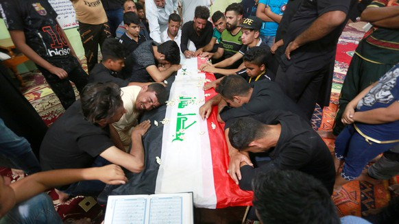 Mourners attend the funeral of the security men who were kidnapped and killed by Islamic State militants, in Kerbala, Iraq June 28, 2018. REUTERS/Alaa al-Marjani