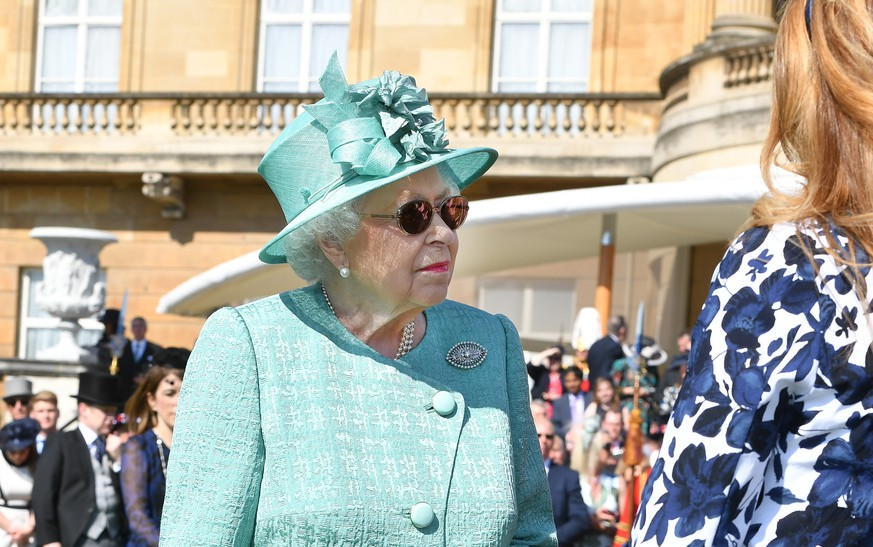 LONDON, UNITED KINGDOM - MAY 15: Queen Elizabeth II attends a garden party at Buckingham Palace on May 15, 2018 in London, England. (Photo by John Stillwell - Pool/Getty Images)