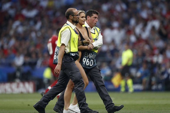 MADRID, 01-06-2019, Wanda Metropolitano Stadium, season 2018 / 2019, UEFA Champions League Final. Streaker on the pitch during the game Tottenham Hotspur - Liverpool Tottenham Hotspur - Liverpool (CL final) PUBLICATIONxNOTxINxNED x3565594x Copyright: