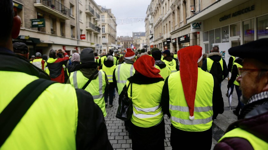 December 22, 2018 - Caen, France - Protesters wearing Yellow Vests (Gilets jaunes) gather in Caen, Normandie, France, on December 22, 2018. The Yellow Vests movement in France originally started as a protest about planned fuel hikes but has morphed into a mass protest against President s policies and top-down style of governing. Caen France PUBLICATIONxINxGERxSUIxAUTxONLY - ZUMAn230 20181222_zaa_n230_124 Copyright: xIbrahimxEzzatx