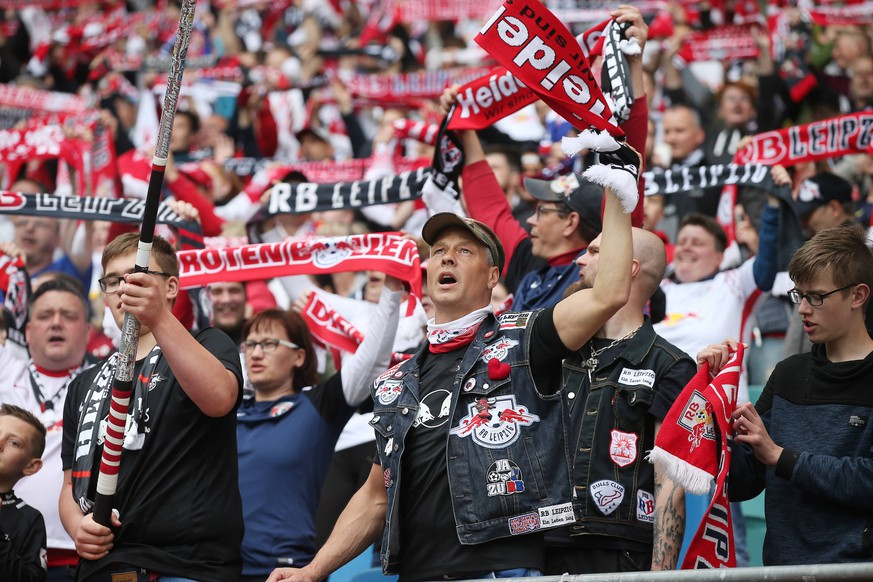 RB Leipzig - Freiburg / Fussball Bundesliga Leipzig, 27.04.2019, Red Bull Arena, Fussball, Bundesliga, 31.Spieltag , RB Leipzig vs. SC Freiburg 2:1 (1:0) , Im Bild: Fans von RB Leipzig. , DFL regulations prohibit any use of photographs as image sequences and/or quasi-video. , *** RB Leipzig Freiburg Football Bundesliga Leipzig 27 04 2019 Red Bull Arena Football Bundesliga 31 Matchday RB Leipzig vs SC Freiburg 2 1 1 0 In the picture Fans of RB Leipzig DFL regulations prohibit any use of photographs as image sequences and or quasi video