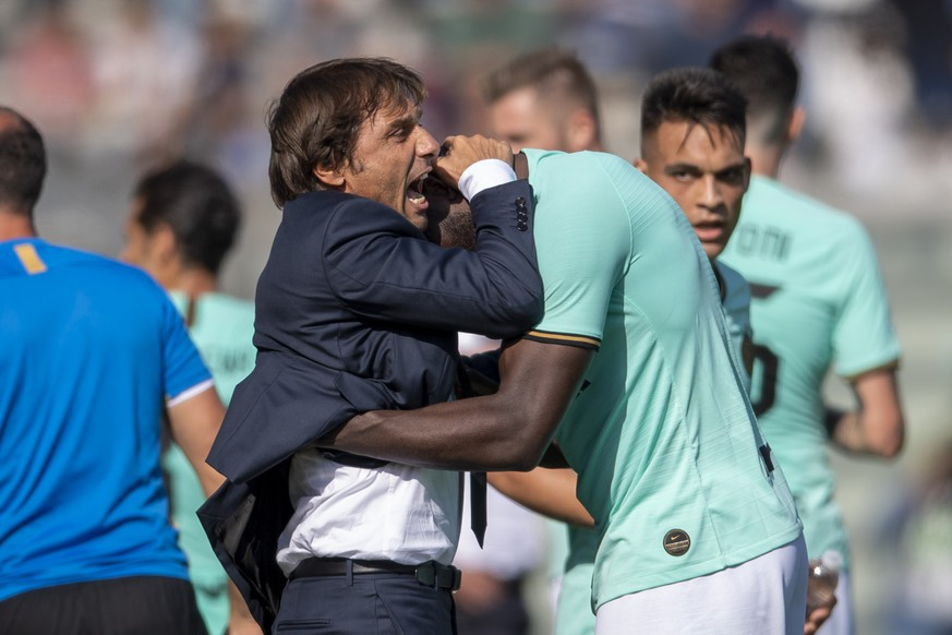 Romelu Lukaku Inter Antonio Conte Coach Inter celebrates after scoring his team s second goal during the Italian Serie A match between Sassuolo 3-4 Inter at Mapei Stadium on October 20 , 2019 in Reggio Emilia, Italy. Noxthirdxpartyxsales PUBLICATIONxINxGERxSUIxAUTxHUNxONLY 114839154