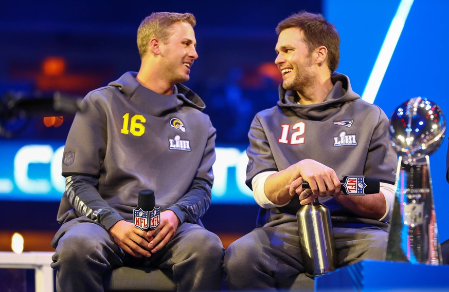 January 28, 2019 - Atlanta, Georgia, U.S - Los Angeles Rams quarterback Jared Goff (16) and New England Patriots quarterback Tom Brady (12) speak to the media with the Vince Lombardi Trophy during Super Bowl VIII Media Day at the State Farm Arena. NFL American Football Herren USA Super Bowl 2019: Media Day PUBLICATIONxINxGERxSUIxAUTxONLY - ZUMAm306 20190128_zap_m306_029 Copyright: xFrankxMattiax