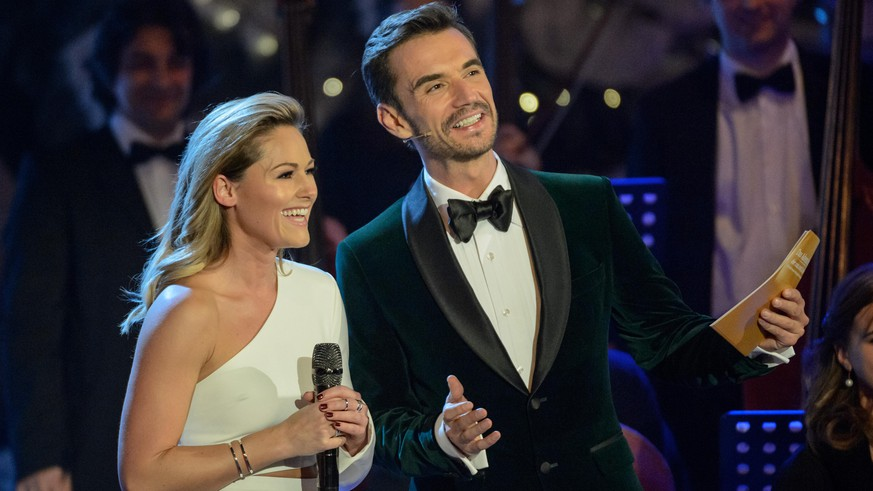SUHL, GERMANY - NOVEMBER 26: Helene Fischer and Florian Silbereisen are seen on stage during the tv show 'Das Adventsfest der 100.000 Lichter' on November 26, 2016 in Suhl, Germany. (Photo by Jens Schlueter/Getty Images)